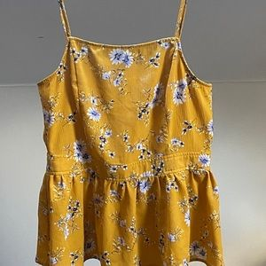 Alya sun top with ruffles very good condition +